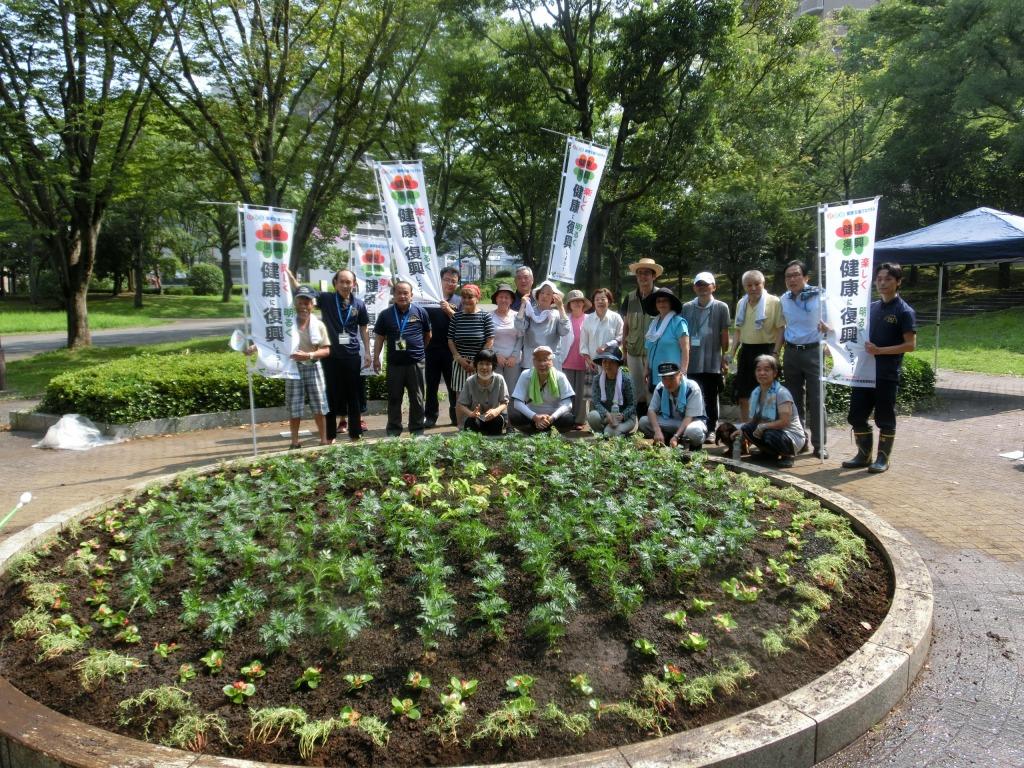 市立体育館前広場「花壇を華やかにしよう」プロジェクト